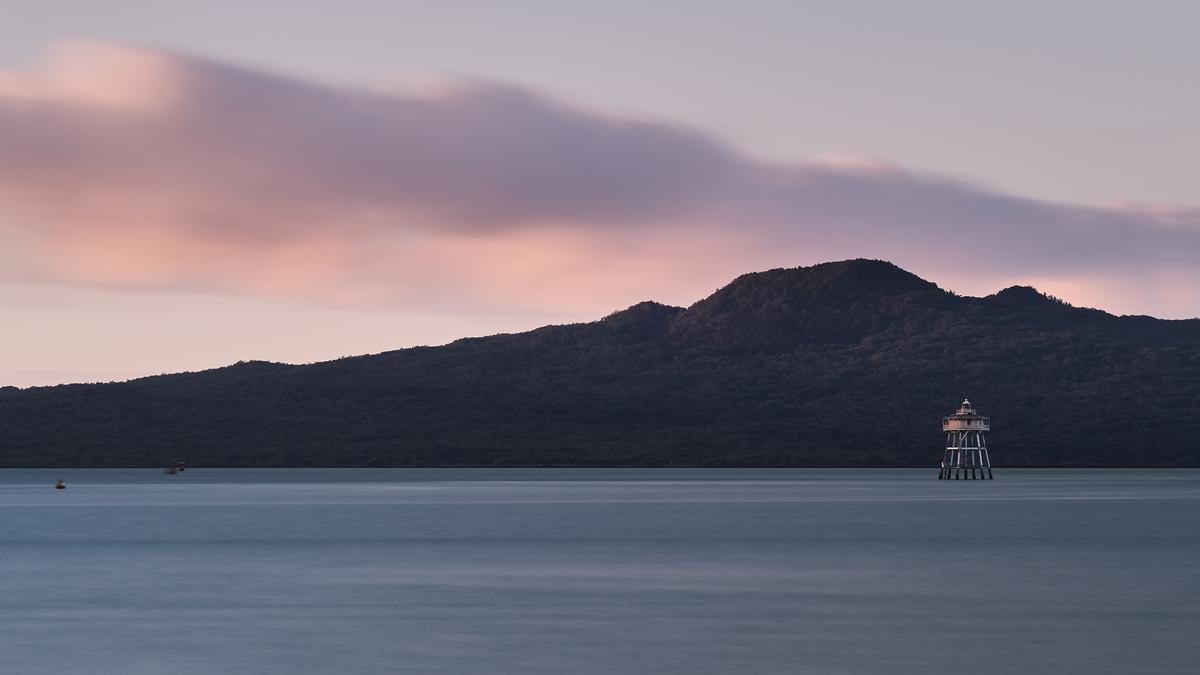 Tom Stehlik;Last Light Over Rangitoto