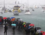 Stuart Weekes;Here they come, rain or shine !;Team NZ victory parade in Auckland, on the water